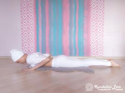 Поза Кобры с глубоким медленным дыханием 1. Упражнение Кундалини Йоги картинка