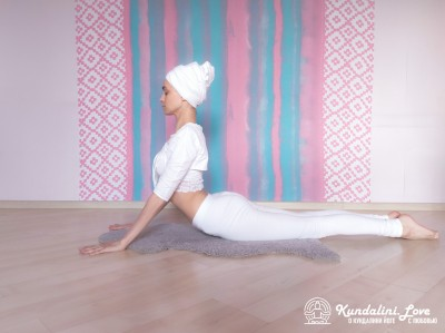 Поза Кобры с глубоким медленным дыханием 2. Упражнение Кундалини Йоги картинка