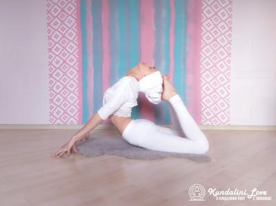 Поза Кобры с глубоким медленным дыханием 3. Упражнение Кундалини Йоги картинка