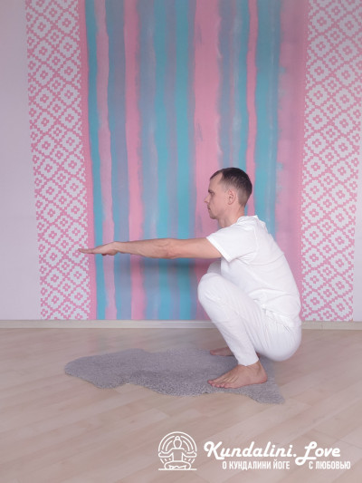 Приседания в Позу Ворона 2. Упражнение Кундалини Йоги картинка