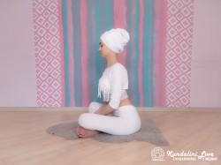 Прогибы позвоночника в Простой Позе 1. Упражнение Кундалини Йоги картинка