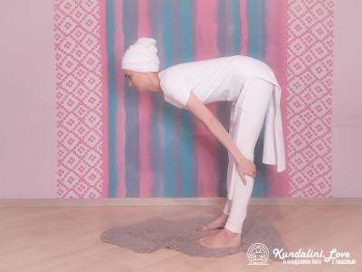Упражнение «Прогибы спины» в Кундалини Йоге картинка