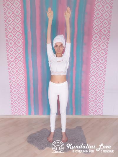 Прыжки с вытянутыми руками 1. Упражнение Кундалини Йоги картинка