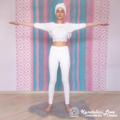Прыжки со скрещенными руками и ногами 1. Упражнение Кундалини Йоги картинка