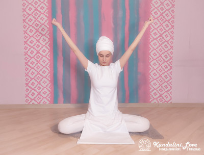 Упражнение «Раскрывание и закрывание ладоней» в Кундалини Йоге 2 картинка