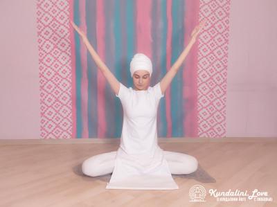 Упражнение «Раскрывание и закрывание ладоней» в Кундалини Йоге 1 картинка