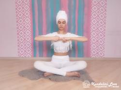 Растягивания рук. Упражнение Кундалини Йоги картинка