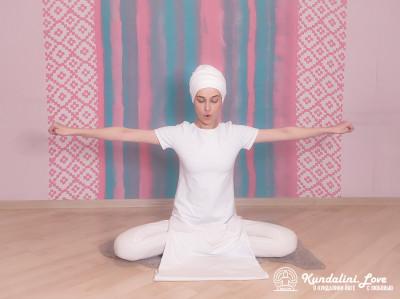 Сгибания и выпрямления рук (ладони сжаты в кулак). Упражнение Кундалини Йоги 1 картинка