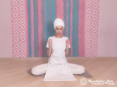 Сгибания и выпрямления рук (ладони сжаты в кулак). Упражнение Кундалини Йоги 2 картинка