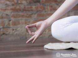 Шуни мудра в Кундалини Йоге картинка