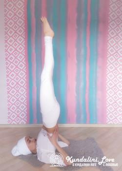 Стойка на плечах. Упражнение Кундалини Йоги картинка