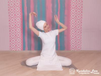 Свободные движения телом под трек «Дукх Бханджан». Упражнение Кундалини Йоги картинка