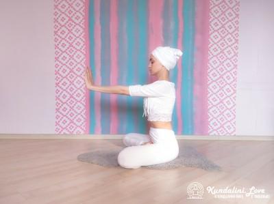 Трехчастотное движение кистями рук 1. Упражнение Кундалини Йоги картинка