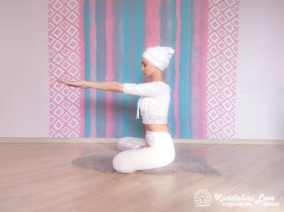 Трехчастотное движение кистями рук 2. Упражнение Кундалини Йоги картинка