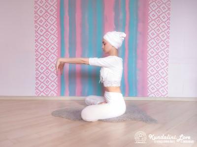 Трехчастотное движение кистями рук 3. Упражнение Кундалини Йоги картинка