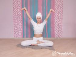 Тряска руками и медитация под песню «Бог, Ты — моя любовь» 2. Упражнение Кундалини Йоги картинка
