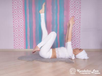 Удары по ягодицам. Упражнение Кундалини Йоги 3 картинка