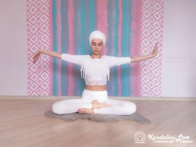 Вращение правой и левой руками в Простой Позе 2. Упражнение Кундалини Йоги картинка